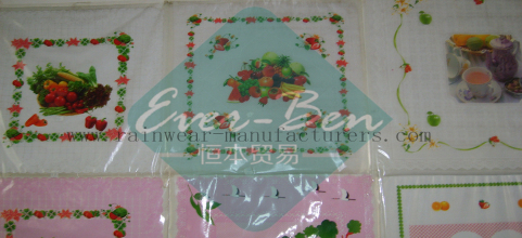 China cheap plastic tablecloths supplier