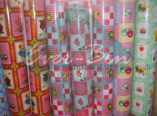 China plastic tablecloth rolls supplier-vinyl table covers roll